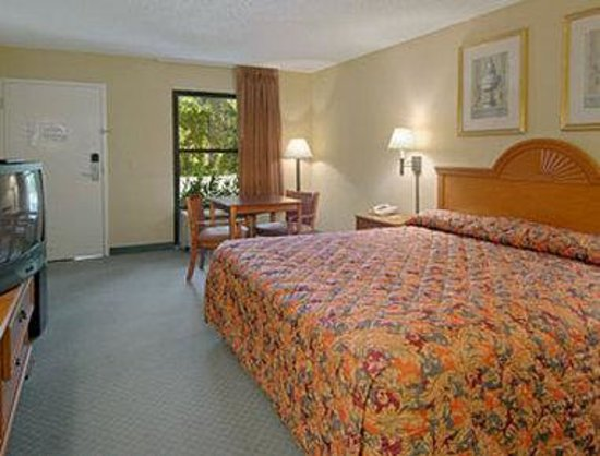 Super 8 Diberville Biloxi Area: Standard King Bed Room
