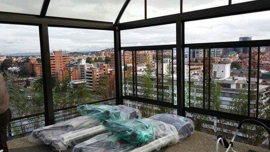 Cosmos 100 Hotel & Centro de Convenciones: Palestra in ristrutturazione.