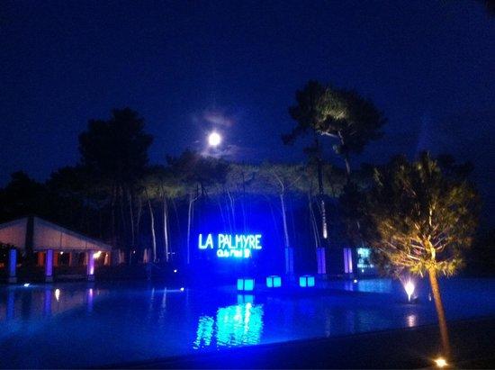 Club Med La Palmyre Atlantique : Soirée au bord de la piscine