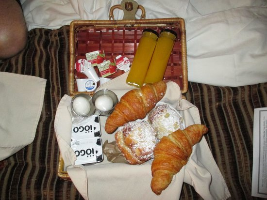 Hotel du Vieux-Quebec: One of our breakfast baskets