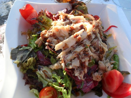 Imbat Restaurant: Smoke Seafood Salad