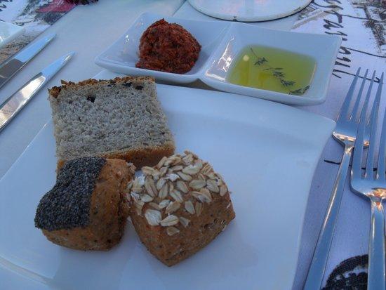 Imbat Restaurant: Bread plate