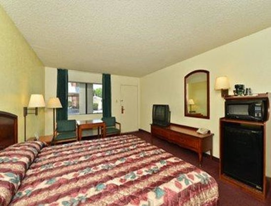 Super 8 Bakersfield/Central: Standard King Bed Room