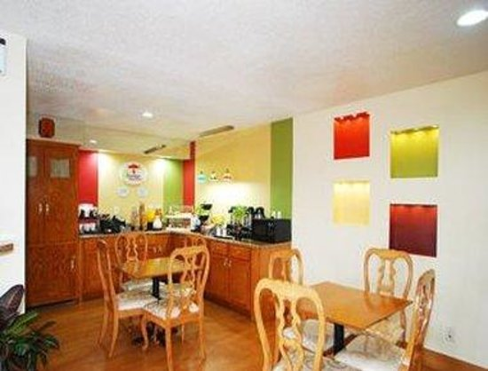 Super 8 Anderson/Clemson Area: Breakfast Area