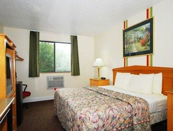 Super 8 Anderson/Clemson Area: Standard King Bed Room