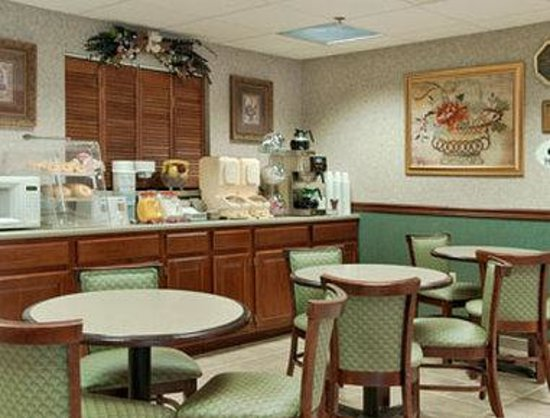 Super 8 Erwin: Breakfast Area