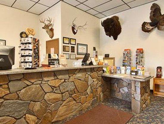 Super 8 Hill City/Mt. Rushmore/ Area: Lobby