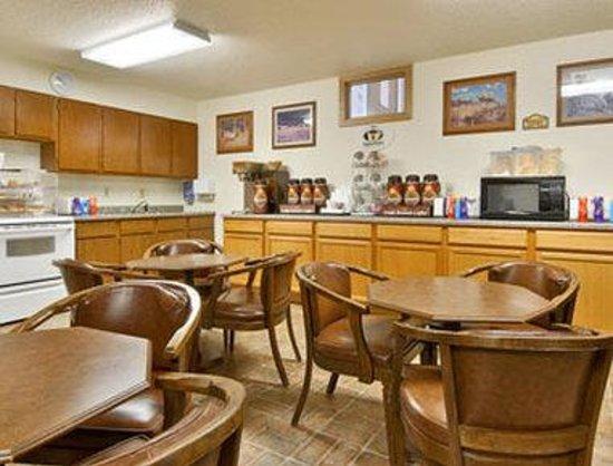 Super 8 Hill City/Mt. Rushmore/ Area: Breakfast Area