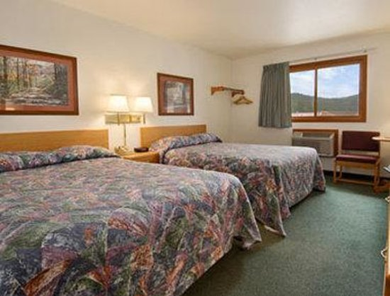 Super 8 Hill City/Mt. Rushmore/ Area : Standard Two Queen Bed Room