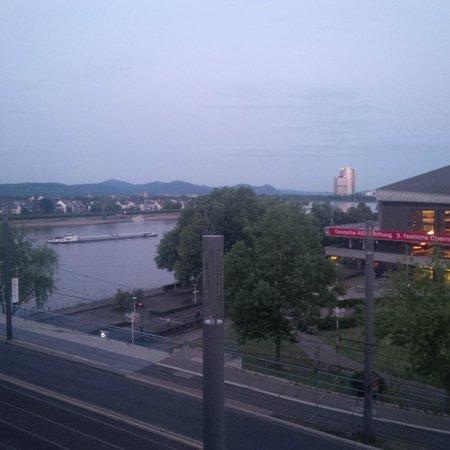 Hilton Bonn Hotel: Room balcony view towards Rhine, Kennedy Bridge and City Theater