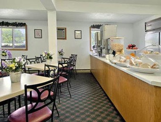 Super 8 Sturgeon Bay: Breakfast Area