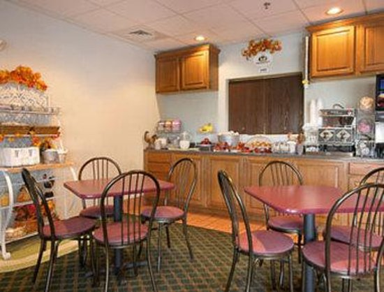 Super 8 Monett: Breakfast Area