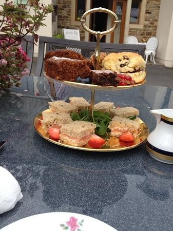 Just Vintage Tea Room Cafe: this was MY afternoon tea, beautiful cakes, brought two home with me, fabulous x