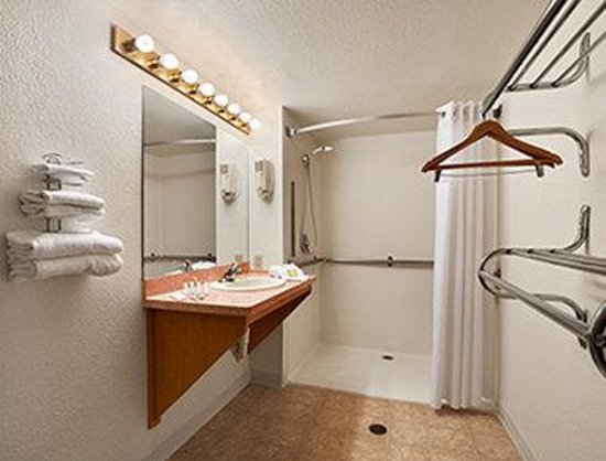 Super 8 Austin North/University Area: ADA Bathroom