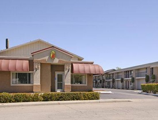 Super 8 by Wyndham Red Bluff: Welcome to the Super 8 Red Bluff
