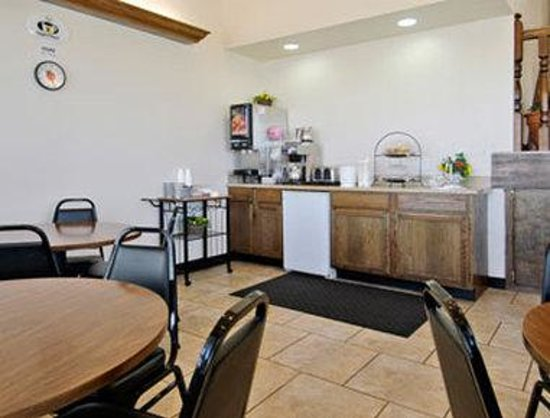 Super 8 Moore/Oklahoma City Area: Breakfast Area