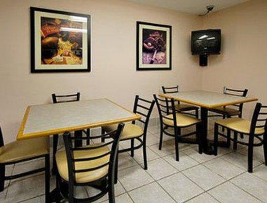 Super 8 Bridgeton/arpt/st Louis Area: Breakfast Area