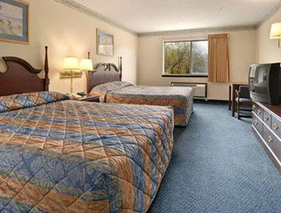 Super 8 Perry : Standard Two Queen Bed Room