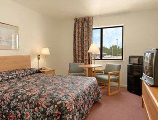 Super 8 Independence : Standard King Bed Room
