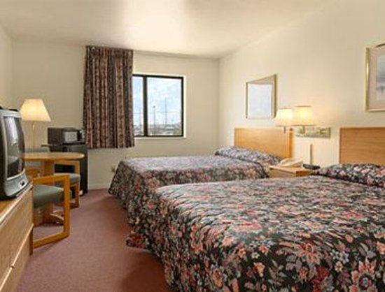 Super 8 Independence : Standard Two Double Bed Room