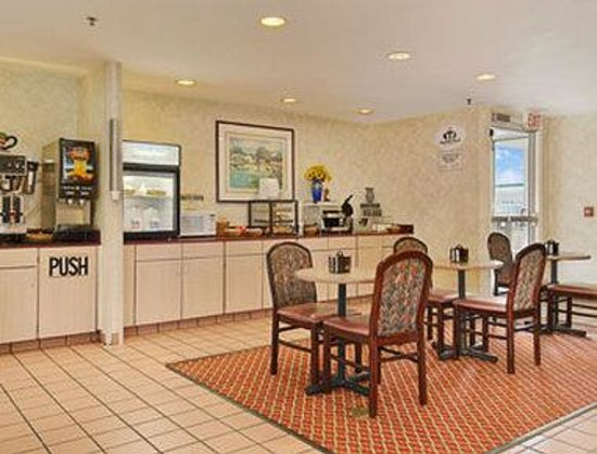 Super 8 Madison : Breakfast Area