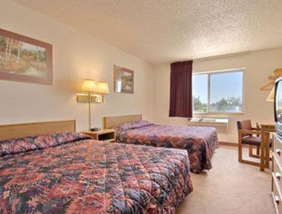 Super 8 Fountain: Standard Two Queen Bed Room