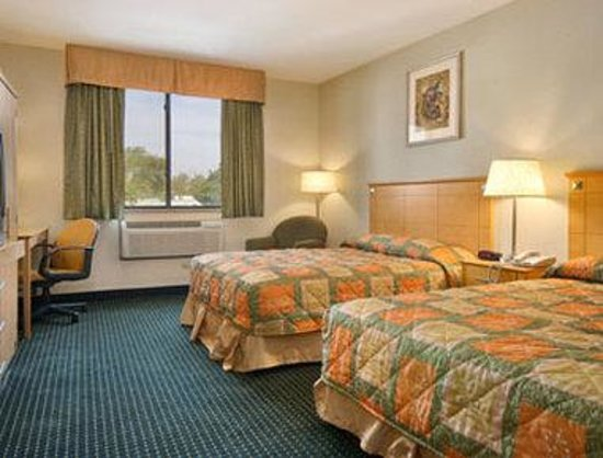 Knights Inn JFK Airport NYC : Standard Two Queen Bed Room