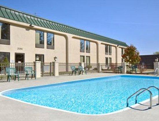 Super 8 Cape Girardeau Pool
