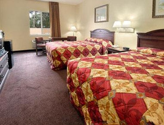 Super 8 Daytona Beach: Standard Two Double Bed Room