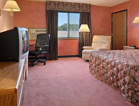 Super 8 Airport I90: Standard Queen Bed Room