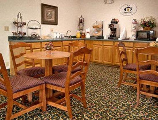 Super 8 El Paso : Breakfast Area