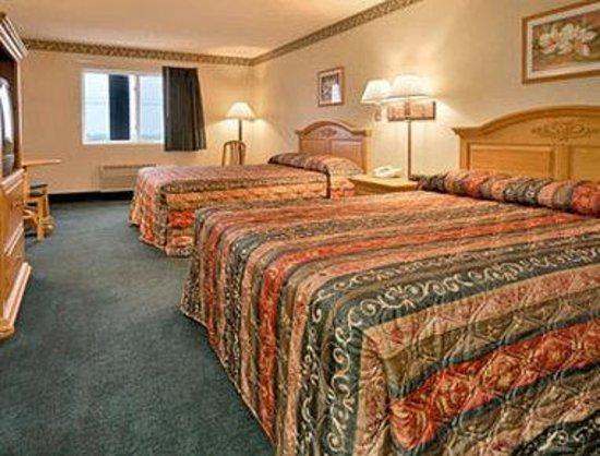 Super 8 El Paso : Standard Two Queen Bed Room