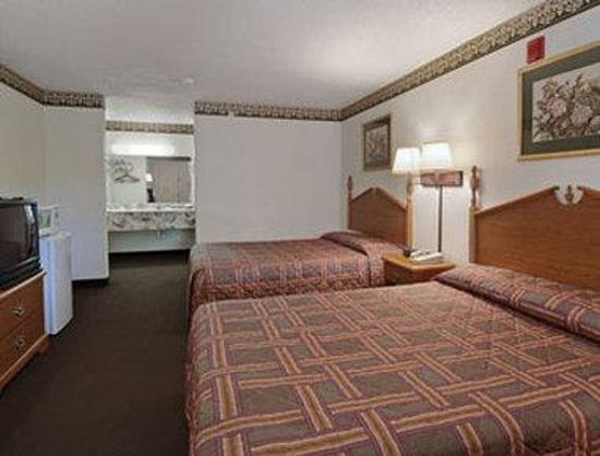 Super 8 Arlington East: Standard Two Double Bed Room