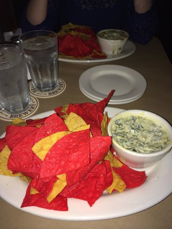 Heartland Brewery Chophouse: The nachos to start - enough for 2 of you
