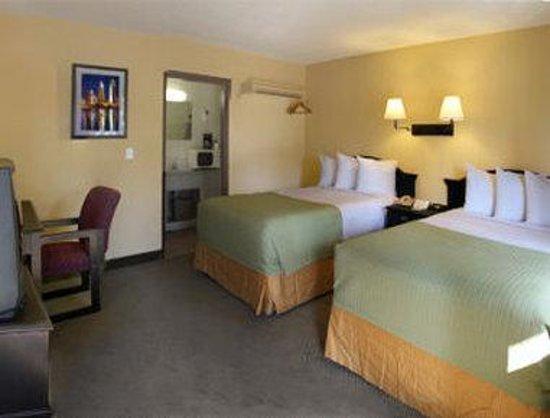 Travelodge San Ysidro: Standard 2 Double Bed Room