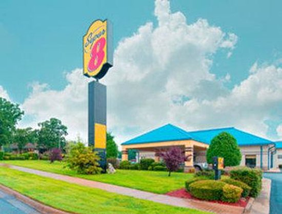 Welcome to the Super 8 North Little Rock/McCain