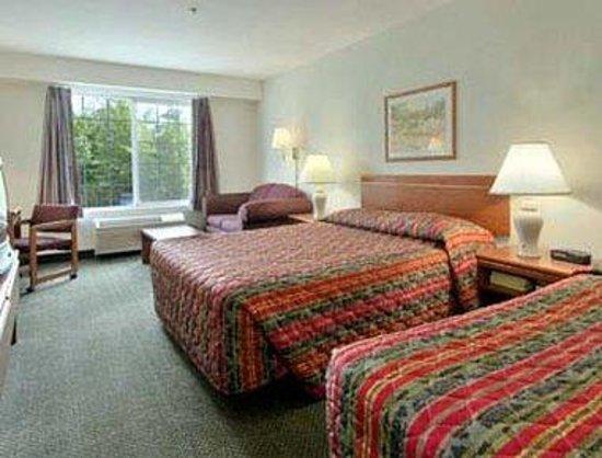 Super 8 Gresham/Portland Area OR : Two Queen Bed Room Studio Suite