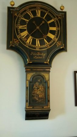Farthingales: Old pub clock in guest sitting room