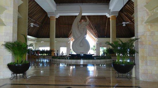 Luxury Bahia Principe Akumal : Hall de l'hotel