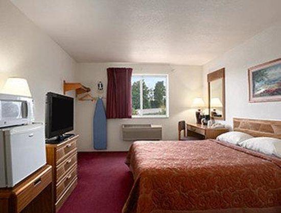 Super 8 Johnstown : Standard Queen Room