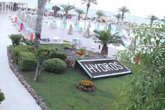 Hydros Club : вид с ресепшена на бассейн