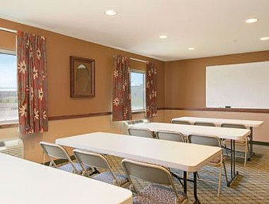 Super 8 Topeka At Forbes Landing: Meeting Room