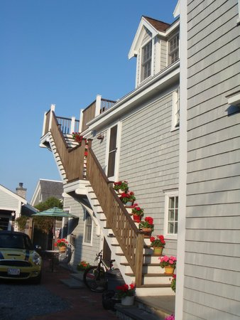 Revere Guest House: The stairs to the rooms