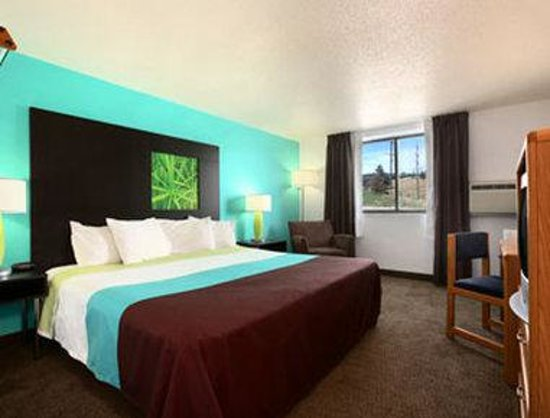 Super 8 Rapid City Rushmore Rd: Standard Queen Bed Room