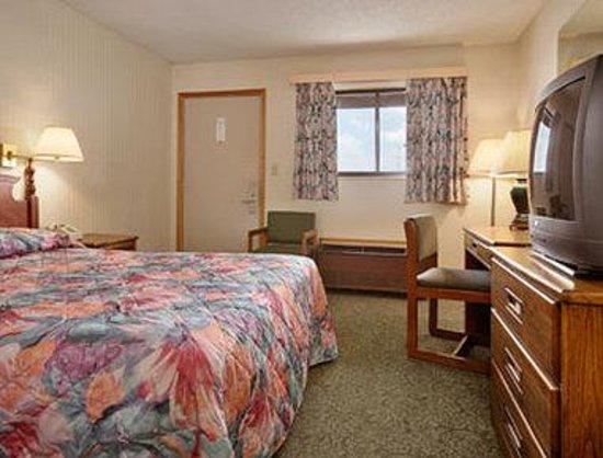Super 8 Vandalia/Dayton International Airport: One Queen Bed Room