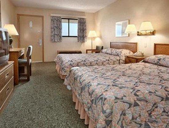 Super 8 Vandalia/Dayton International Airport: Two Double Bed Room