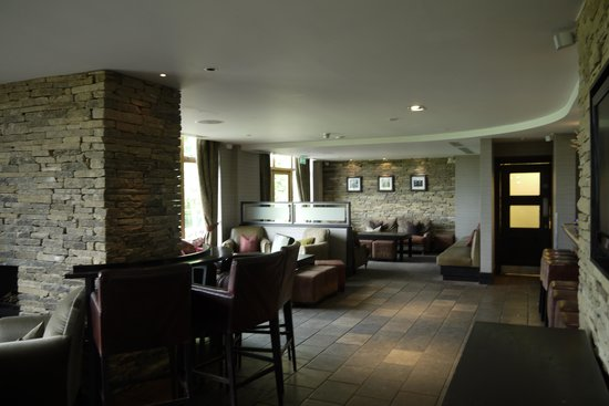 Oulton Hall & Spa: Evening reception bar area