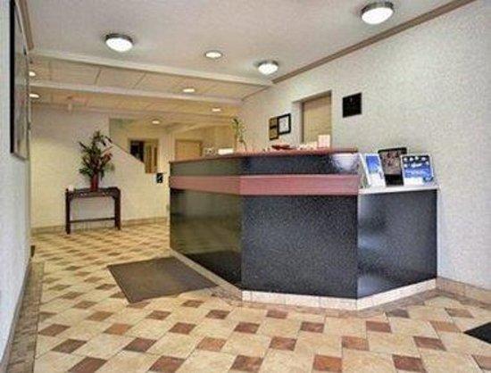 Super 8 Maumee Perrysburg Toledo Area: Lobby