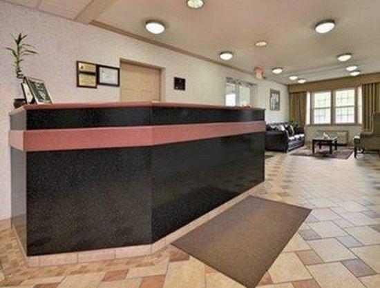 Super 8 Maumee Perrysburg Toledo Area: Front Desk
