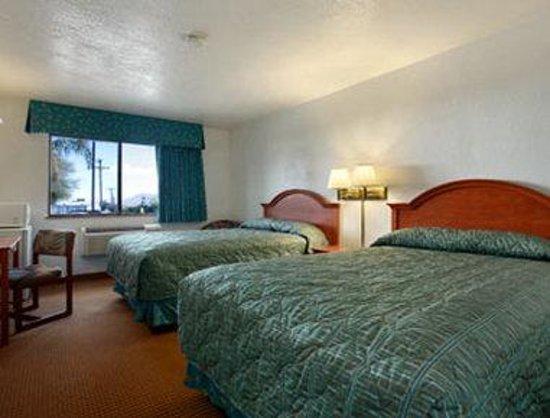 سوبر 8 بانينج سي إيه كازينو: Standard Two Double Bed Room